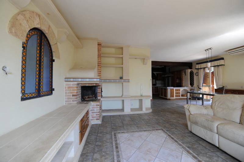 Vila Chandon-Malta.,obyvacka. a kuchyna