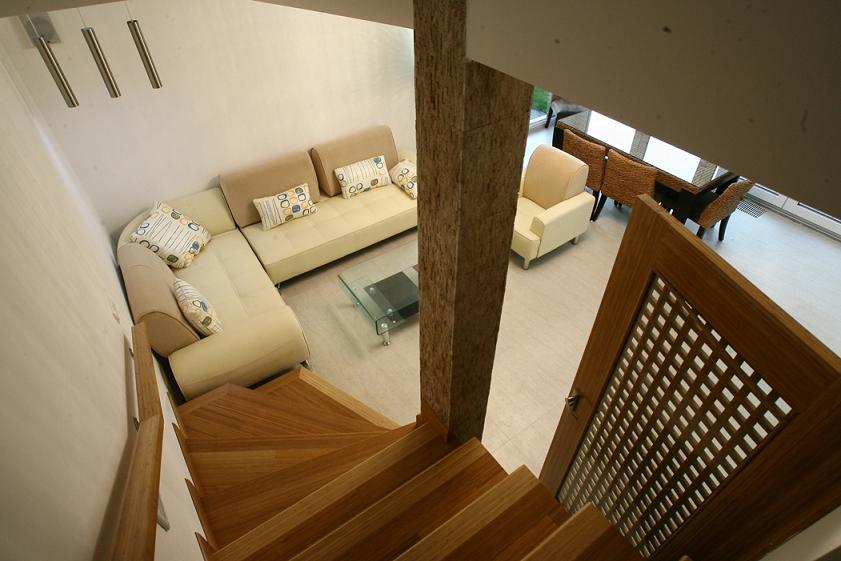 Dom2-Pezinska-schody2