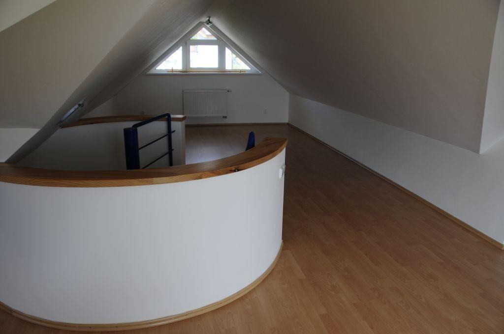 Dom novy-Kramare.garaz.schody