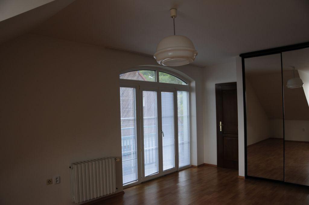 Dom zeleny-Kramare-room1