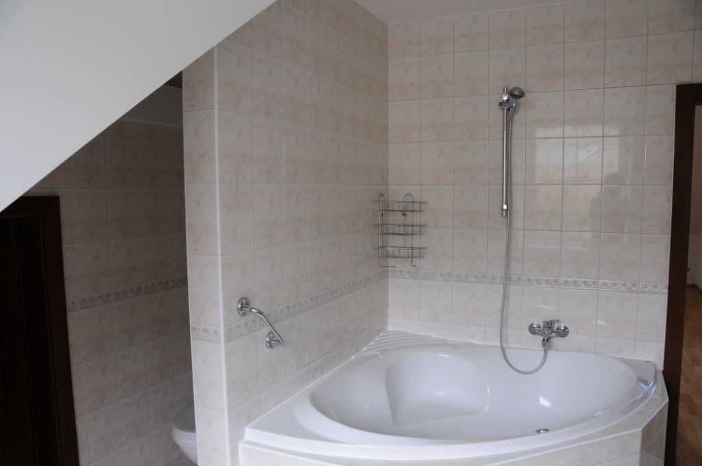 Dom zeleny-Kramare.-bath.2