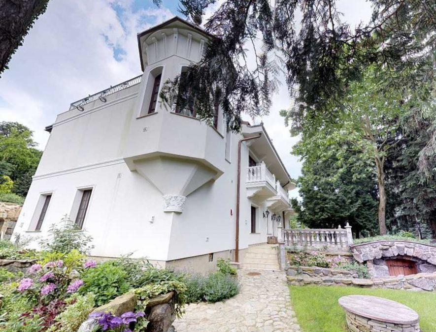 14b-upbuilders.net-gallerynn-manor-house-okruzna-3179-harmonia-modra-slovakia-LJz2tWGbYAqjUVIsQreB-885x675